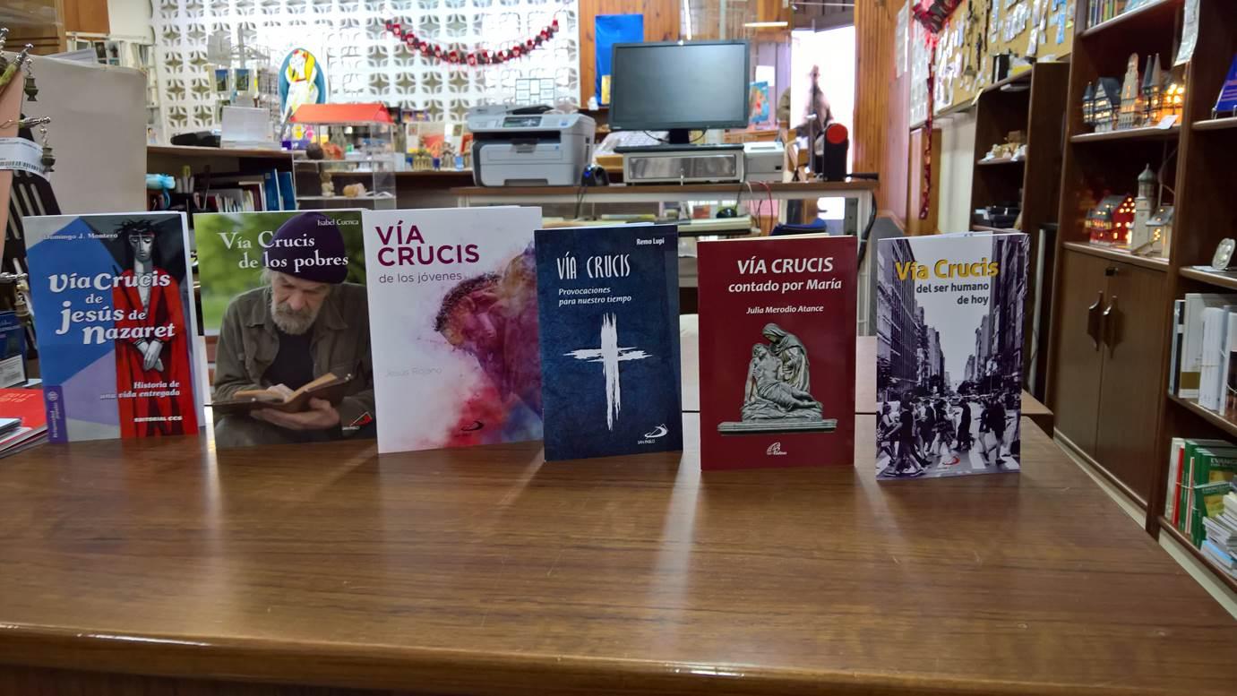 b3cf5b62a85 VÍA CRUCIS en la Librería de Pastoral de la diócesis